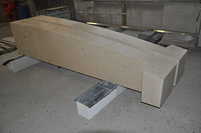 Kreuz Auersthal - halbfertig in der Steinmetz Werkstatt