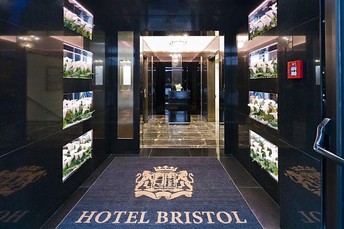 Wandverkleidung & Boden im Hotel Bristol - Naturstein