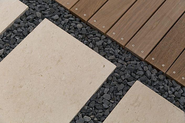 Stein-Holz Kombination