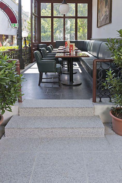 Café Dommayer Oberlaa - Granit-Plattenweg und -boden