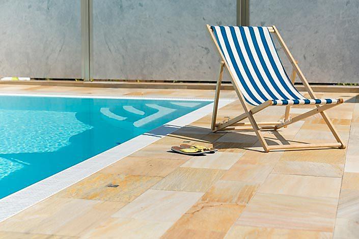Terrassenplatten Pool