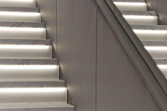 Beleuchtete Marmor Treppe